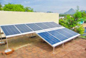 Solaranlage auf dem Dach des Women's Empowerment Centre, Mylaudy